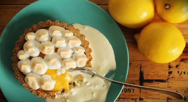 LCHF Lemon Meringue Pie… AKA LMP OMG!